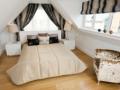 Room (003)